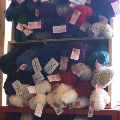 Petite filée doux (laine filée teinte à la main - 1 brin